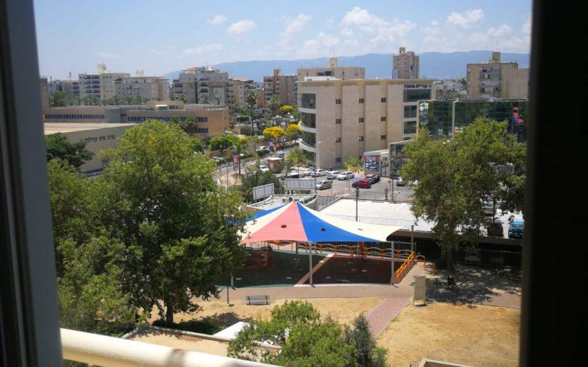קרית מוצקין רחוב יגאל אלון דירת 4 חדרים