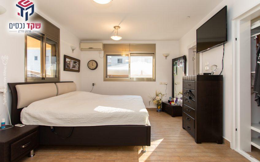 קרית מוצקין רחוב דקר בית פרטי 6 חדרים