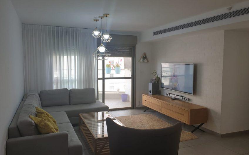 קרית ים רחוב צאלון דירת 4 חדרים