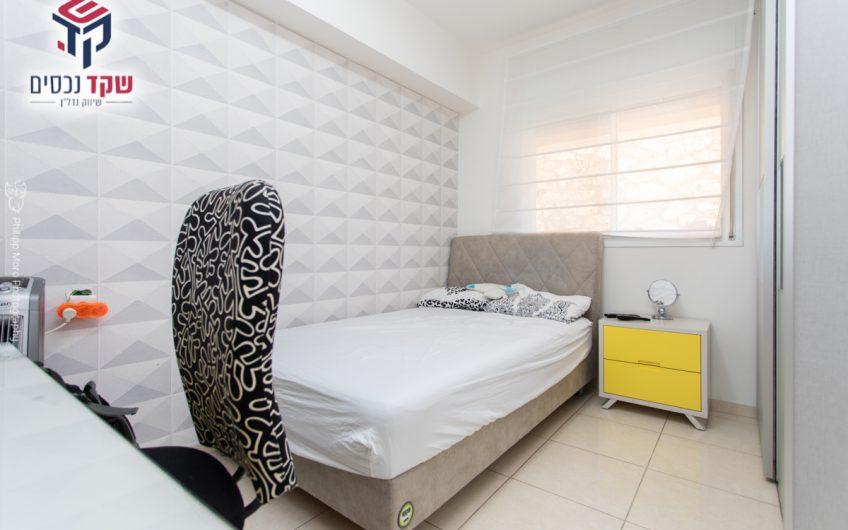 קרית אתא רחוב דייגו וולסקיז דירת גן מפלס אחד 5 חדרים.