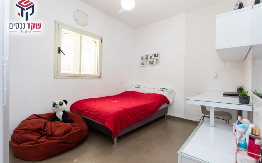 קרית מוצקין רחוב גרושקביץ דירת גן מפלס אחד 5 חדרים