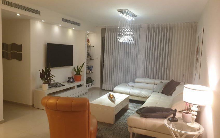 קרית ים רחוב אילנות דירת 4 חדרים