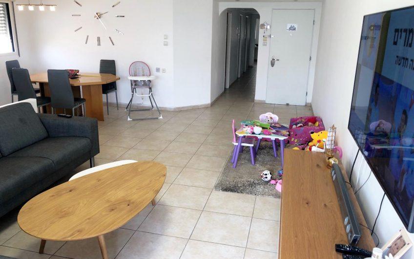 קרית מוצקין רחוב ויצמן דירת 5.5 חדרים.