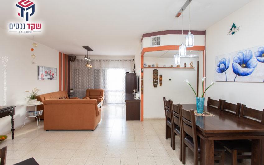 קרית ים רחוב זלמן שזר דירת 4.5 חדרים.