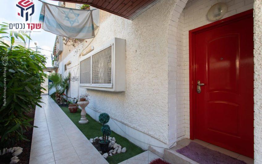 קרית ים רחוב געתון דירת גן מפלס אחד 4 חדרים