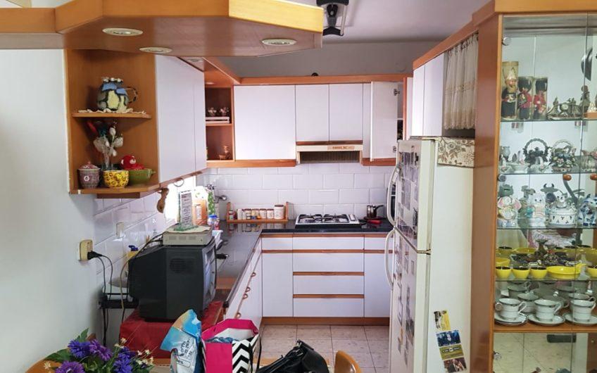 קרית מוצקין רחוב אלמוגי דירת 4 חדרים.
