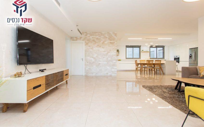 למכירה קרית מוצקין שכונת נווה גנים דירת 5 חדרים כחדשה!!!