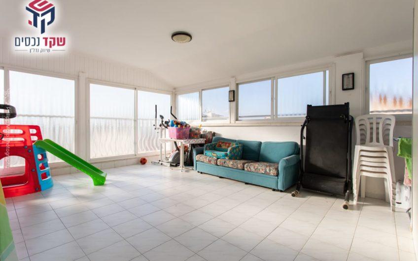 קרית מוצקין רחוב ברק מיני פנטהאוז 5.5 חדרים.