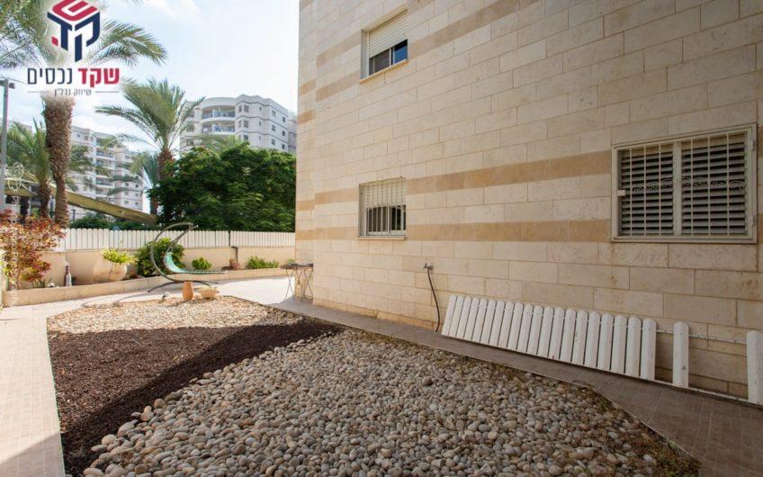 למכירה!!! קרית ים רחוב דולב דירת גן 5 חדרים