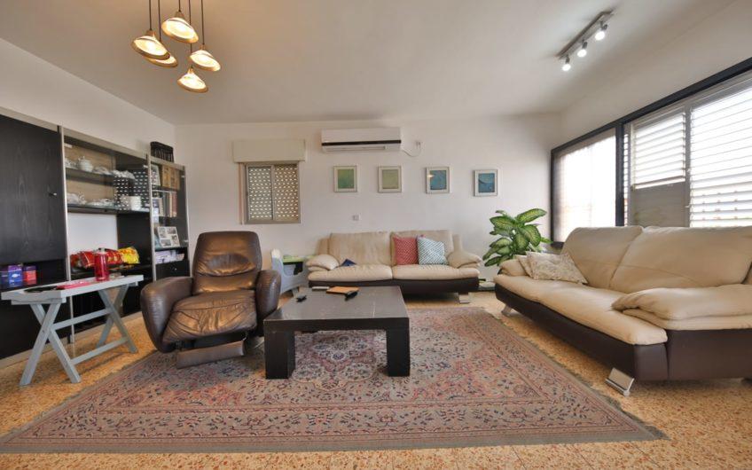 למכירה קרית מוצקין רחוב הרב קוק דירת 4 חדרים