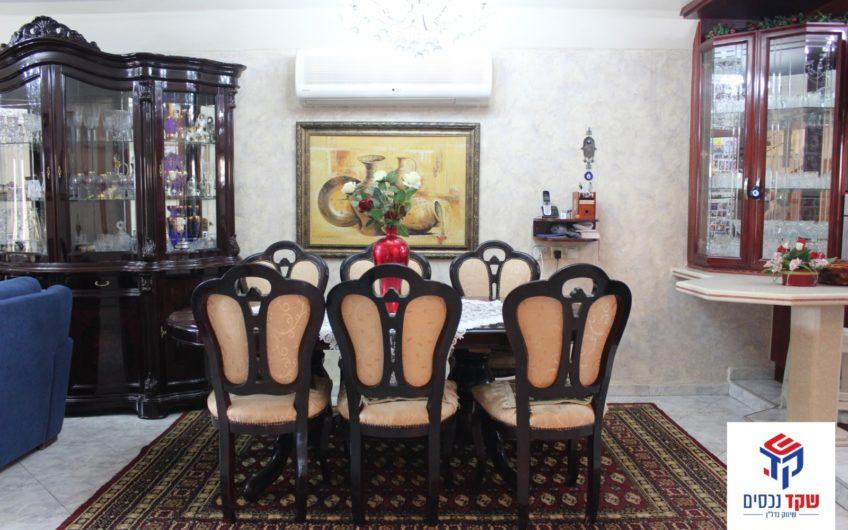 למכירה בקרית ים רחוב גולומב מיני קוטג 5 חדרים