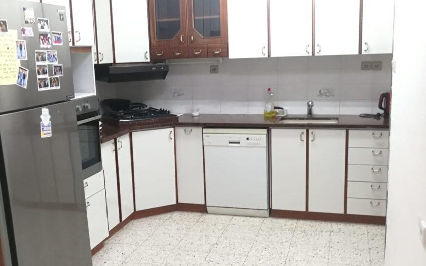 קרית חיים המזרחית רחוב הראשונים דירת 5 חדרים