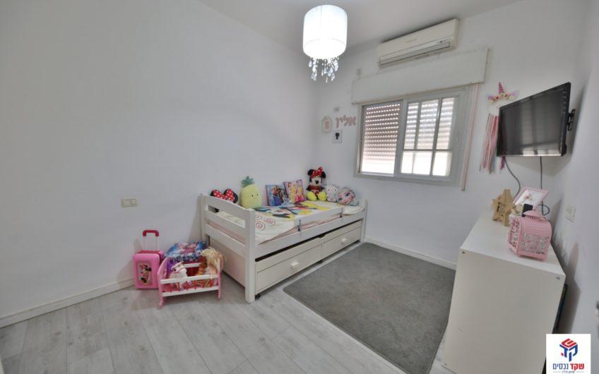 למכירה! קרית חיים רחוב משה שרת דירת 4 חדרים