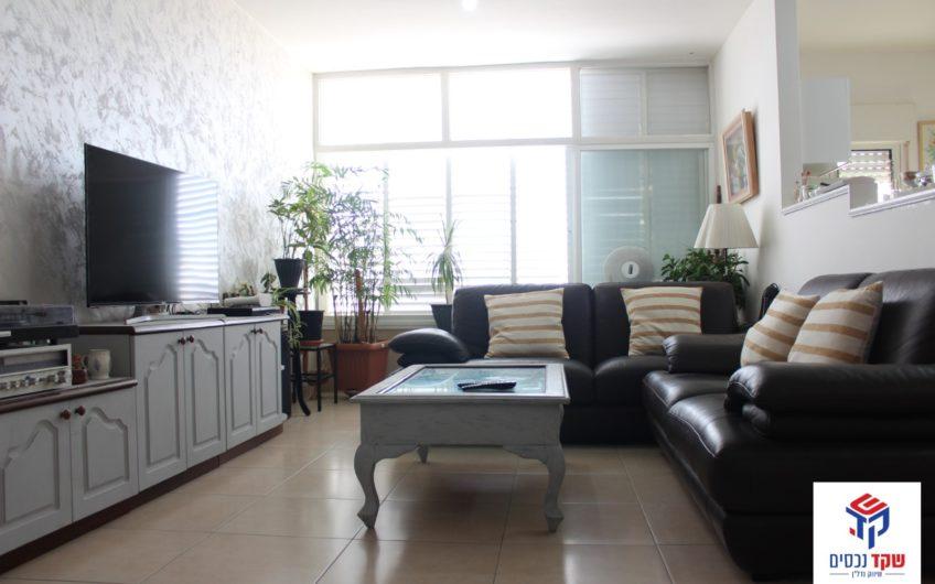 קרית חיים המזרחית רחוב הראשונים דירת 4.5 חדרים. משופצת