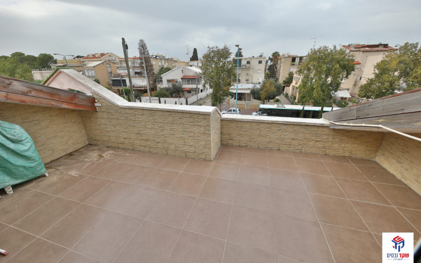 קרית חיים המזרחית רחוב משה שרת דו משפחתי 6 חדרים